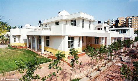 babu luxury bureaucrats  politicians   address  south delhis east moti bagh daily