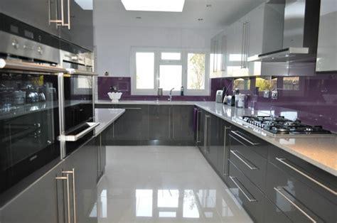 petit ilot central de cuisine cuisine gris anthracite 56 idées pour une cuisine chic