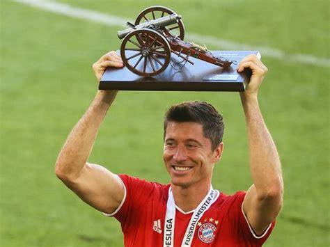 Bereits drei wochen zuvor wurde der premierenspieltag der neuen 3. Bundesliga Trophy - Bundesliga Trophy And Logo 1200x675 Wallpaper Teahub Io - The star stands ...