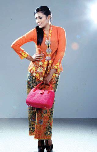 baba nyonya pakaian tradisional kaum kaum  malaysia
