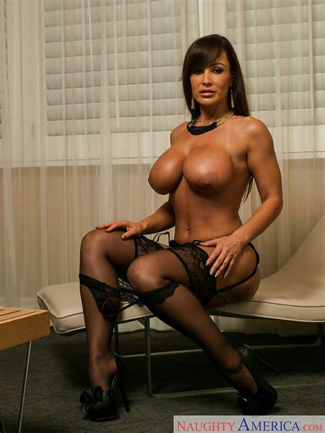 Milf Lisa Ann In Stockings Spreading Her Legs While Laying On A Bed Pornpics Com