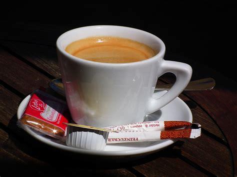 bilder tasse kaffee bilder tasse kaffee ergebnis f r gleiche tasse kaffee mit schwarzem hintergrund lust auf eine