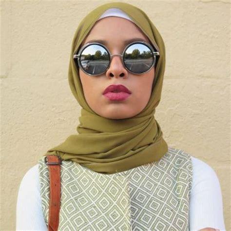 wear sunglasses  hijab  trendy girls
