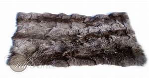 Fell Teppich Grau : bettvorleger coyote fell grau 115x60 cm lammfell schaffell shop ~ Watch28wear.com Haus und Dekorationen