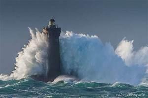 Leuchtturm Ar Men : le phare du four bretagne pendant la temp te herman lighthouse du four during storm herman ~ Buech-reservation.com Haus und Dekorationen