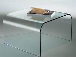 Tavolini e consolle in vetro curvato: arredare con stile