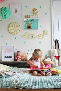 Deco Chambre Bebe Bleu : beautiful idee deco chambre bebe fille en bleu canard avec des lments en vert canard murs en ~ Teatrodelosmanantiales.com Idées de Décoration