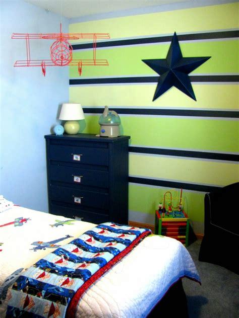 Kinderzimmer Junge Grün Streichen kinderzimmer streichen lustige farben f 252 r eine