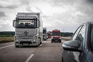 Mercedes Poids Lourds : vid o mercedes pr sente un prototype de poids lourd semi autonome ~ Medecine-chirurgie-esthetiques.com Avis de Voitures