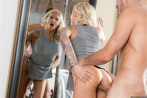 Tattooed Lady Got Fucked From The Back Photos Synthia