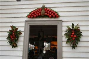 Christmas decorations in Williamsburg Virginia Life and