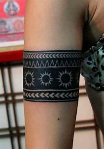 Tribal Tattoo Frau : armband tattoo symbole und bedeutungen tattoos zenideen ~ Frokenaadalensverden.com Haus und Dekorationen