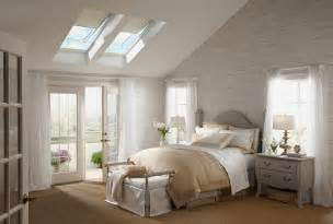 schlafzimmer fenster 23 stylish bedrooms that bring home the of skylights