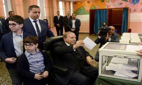 vid 201 o bouteflika dans le bureau de vote tsa