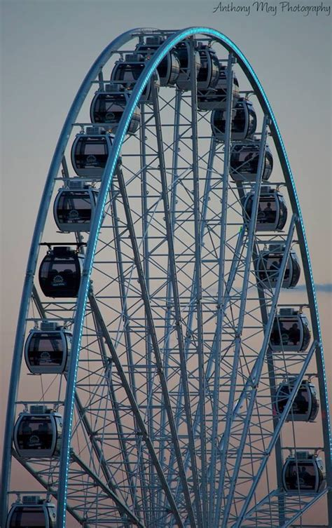 Images of Seattle's Ferris Wheel
