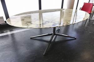 Table Marbre Ovale : table ovale a plateau de marbre blanc veine gris pietement metallique chrome a 4 pieds modele table ~ Teatrodelosmanantiales.com Idées de Décoration