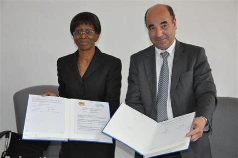 accord cadre de cooperation signature de l accord cadre de coop 233 ration interuniversitaire entre l universit 233 f 233 lix houphou 235 t