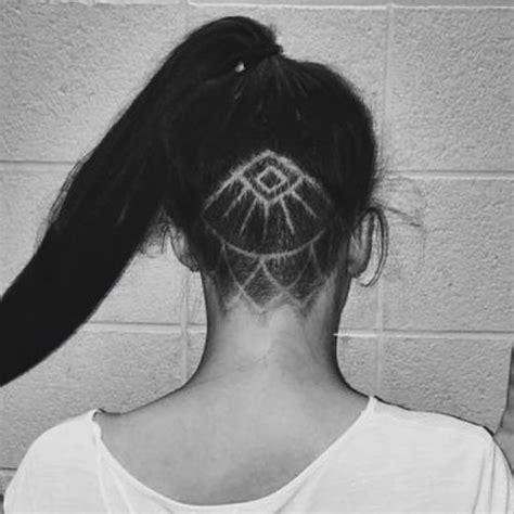 Coupe De Cheveux Rasé Derriere Femme