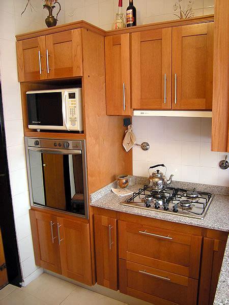 mueble de cocina en cedro seleccionado puertas en cedro