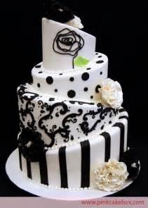 hochzeitstorten fondant black white topsy turvy wedding cake wedding cakes