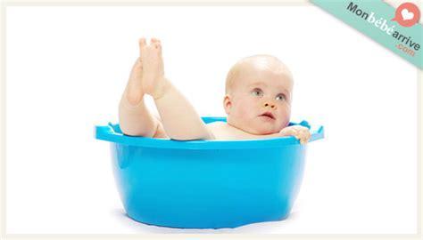 baignoire bébé avec siège intégré la baignoire monbebearrive com