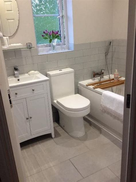 Small Beautiful Bathrooms by 25 Best White Bathroom Cabinets Ideas On