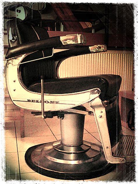 chaise de barbier antique a vendre fauteuil coiffeur belmont vendre table de lit