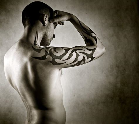 tatouage homme avant bras tribal