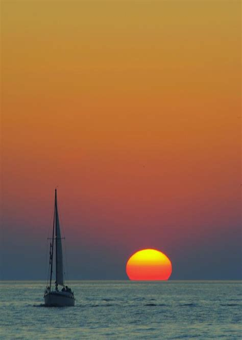 sailing    sunset photograph  frozen  time