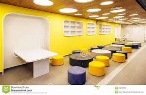 Interieur moderne d39ecole photo stock image 43312736 for Interior decorating school dallas