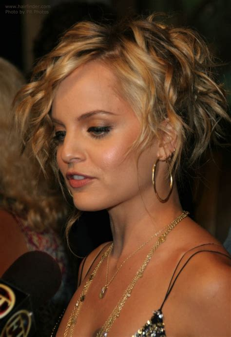 Mena Suvari wearing her hair in a partial up style