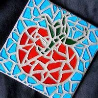mosaico con piastrelle rotte il riciclo delle piastrelle rotte per realizzare un mosaico