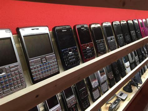 colecionador eslovaco abre museu de telefones celulares antigos mdig