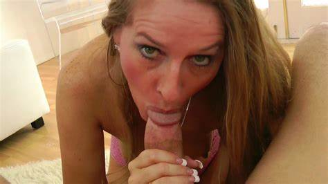 Hdbig Body Cougar Pissing On The Floor After Brunette