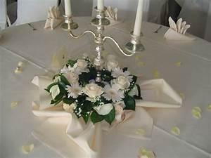 Ideen Für Kerzenständer : blumenschmuck hochzeit kerzenst nder runde tische google suche hochzeit blumen pinterest ~ Orissabook.com Haus und Dekorationen