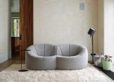 2 canapes dans un salon elégance dans un salon avec un canapé design ligne roset