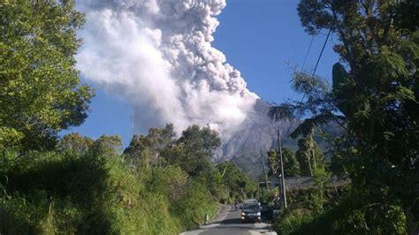 letusan freatik terjadi  foto foto penampakan