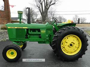 Johndeere 4020 Tractor With A Buckit