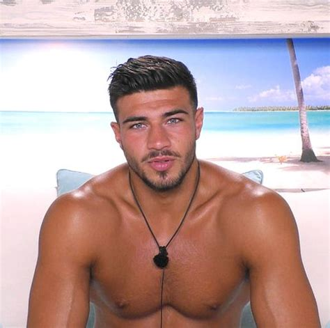 He is the half brother of heavyweight champion tyson fury and his father, john, is of irish traveller descent. Tommy Fury / Love Island Viewers Want Maura Higgins Removed Following Tommy Fury Kiss Closer ...