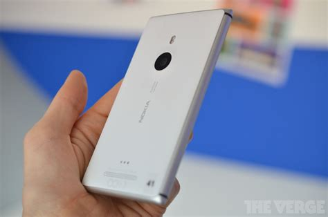 nokia s aluminum lumia 925 is the best windows phone yet but that s not enough on the