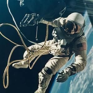 Astronaut Vintage | www.imgkid.com - The Image Kid Has It!