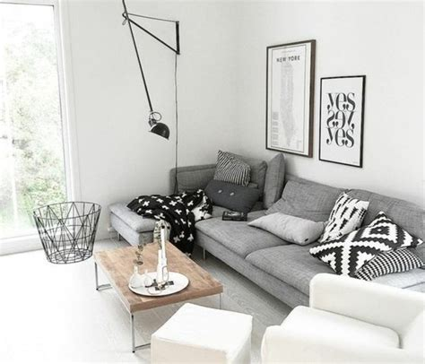canapé cuir prune un salon en gris et blanc c 39 est chic voilà 82 photos qui