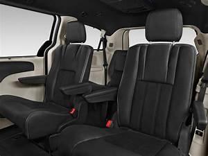 Image: 2015 Dodge Grand Caravan 4-door Wagon SXT Plus Rear