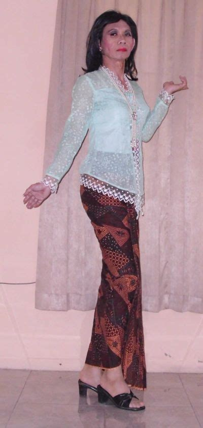 Bagikan informasi tentang couple batik by orinaura hijau kepada teman atau kerabat anda. Batik Hijau De - Peringati Hari Batik dengan Kreasi Batik Kontemporer ... - Dari pengrajin batik ...
