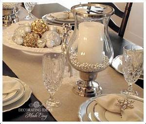 Christmas table setting This blog has great decorating