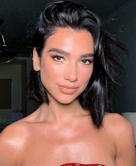 Dua Lipa minimalist makeup look in 2020 | Prom makeup ...