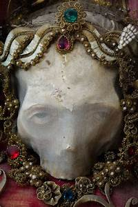 Macabre Art: 19 Skeletons Adorned With Lavish Jewelry In ...