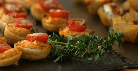 berry canapes berry makes blue cheese and fig tartlets and tomato