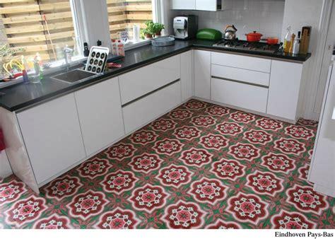 cuisine type pas cher carreaux de ciment décor blanc vert 20x20 cm