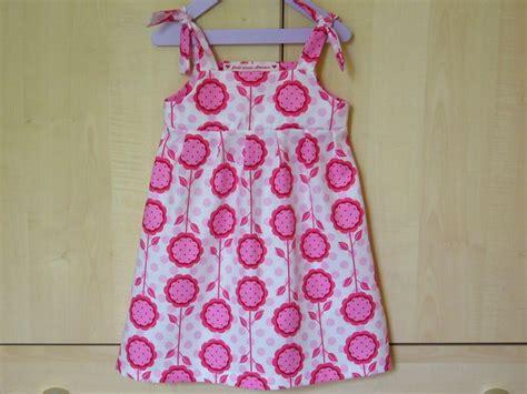 tuto bandeau bébé fille tuto haut ou robe 224 bretelles nou 233 es la ronde des sacs